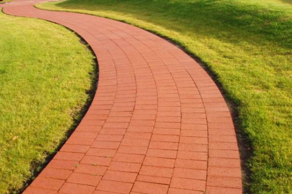 Дорожка из плитки Кирпичик красного цвета
