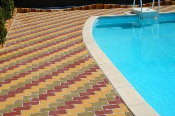 Плитка Кирпичик возле бассейна
